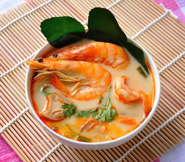 Tom yam kung (cuisine thaïlandaise)