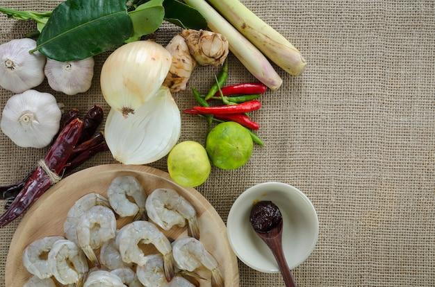 Tom yum ingrédients à base de plantes, cuisine thaïlandaise