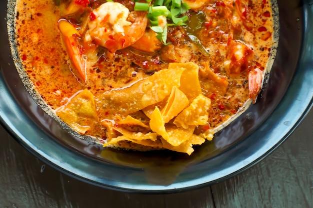 Tom yum soup noodles with coconut milk, le meilleur menu de thaïlande