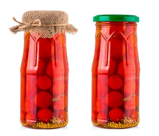 Tomate cerise marinée dans un bocal en verre.