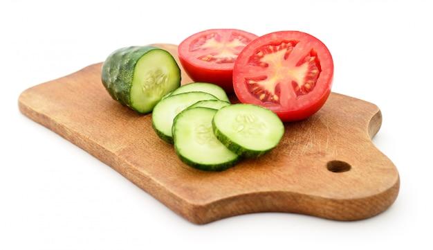 Tomate et concombre au tableau.