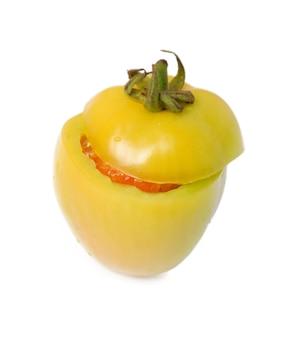 Tomate isolé sur blanc