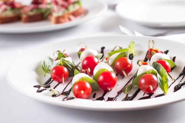 Tomate et mozzarella sur brochette