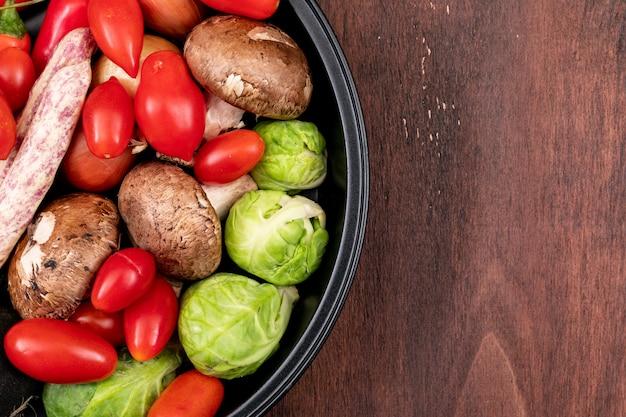 Tomate, pomme de terre, tomate cerise, haricots et choux de bruxelles