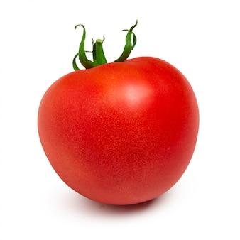 Tomate rouge mûre isolé sur blanc