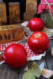 Tomates à l'ail à la maison