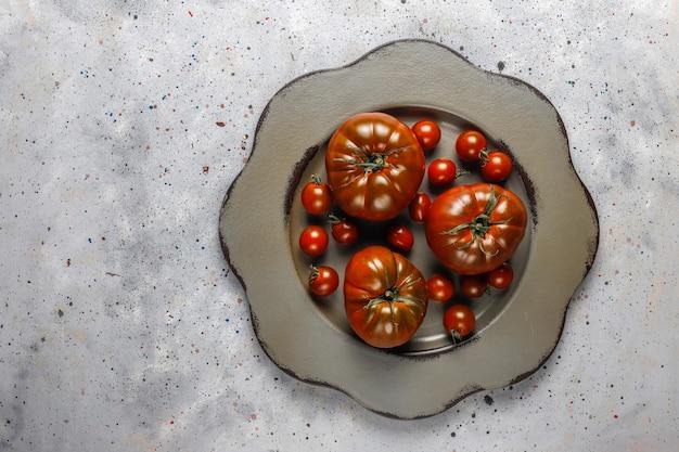 Tomates biologiques au vin de brandy noir frais.