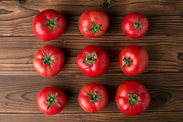 Tomates sur bois