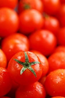Tomates cerises fraîches avec gros plan.