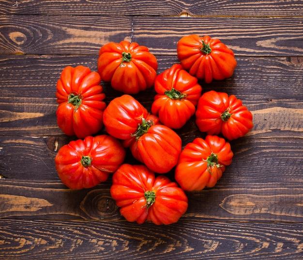 Tomates, coeur boeuf, vue haut
