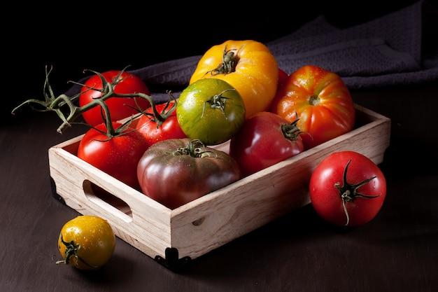 Tomates fraîches colorées