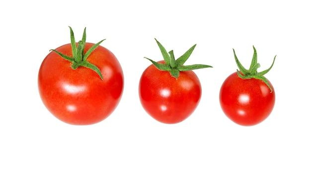 Tomates isolés sur une surface blanche