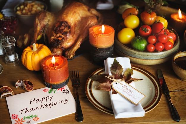 Tomates rôties turquie concept de réglage de la table de thanksgiving