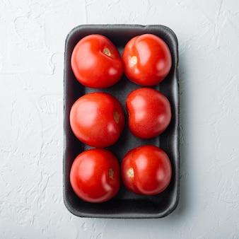 Tomates rouges, sur fond blanc