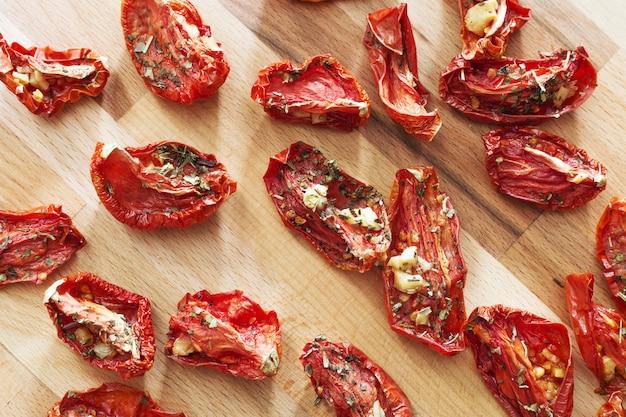 Tomates séchées au soleil en petits morceaux