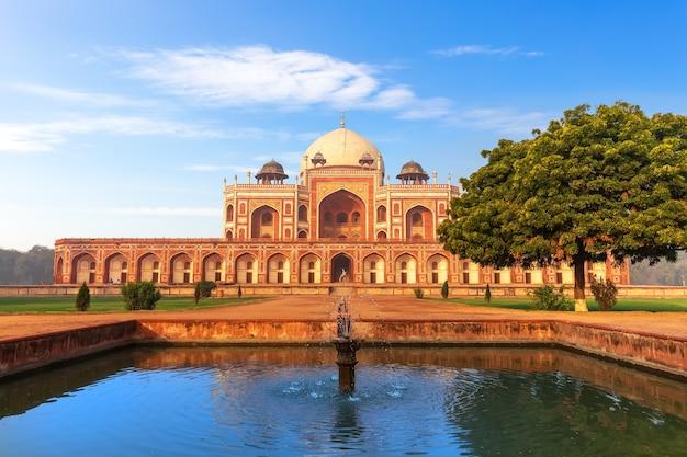 Tombe de humayun en inde, delhi, vue de face.