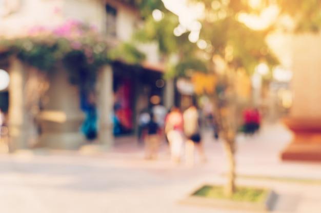 Ton vintage floue jour défocalisé des gens de la foule dans le festival de la rue et le centre commercial de marche.