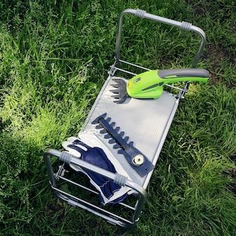 Tondeuse de jardin électrique rechargeable portable avec tête de coupe remplaçable