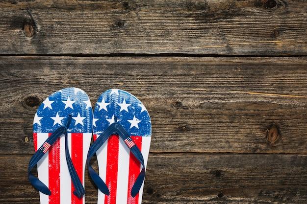 Tongs dans le style du drapeau américain