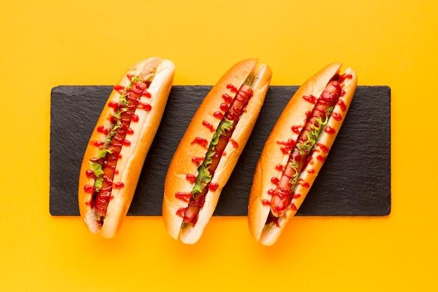 Top view de délicieux hot dogs