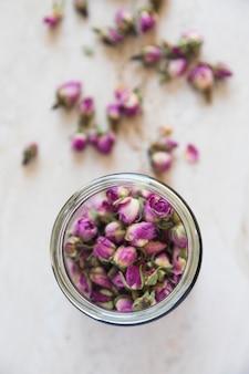 Top viewcup de thé plein de fleurs