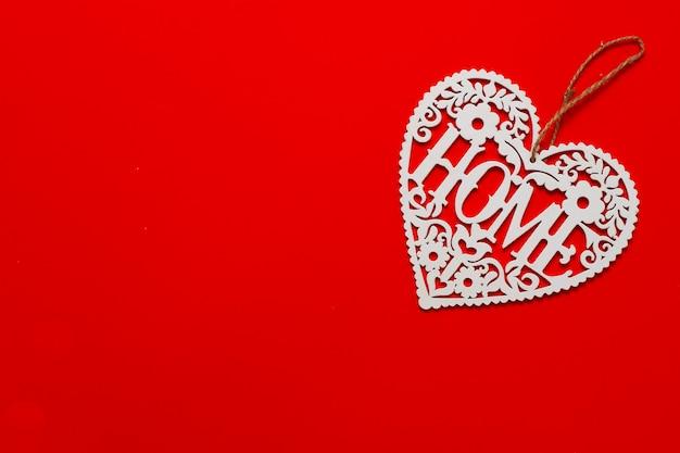 Topper contreplaqué, coeur sur fond rouge, vue du dessus, inscription accueil, horizontal