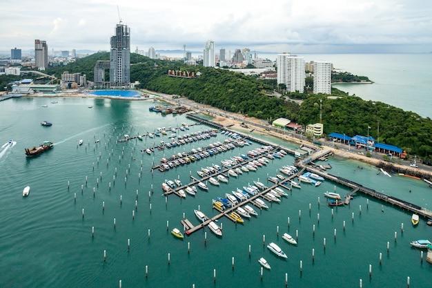 Topview marine station yachts de luxe dans le complexe de la station marine