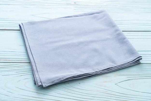 Torchon de cuisine (serviette) sur bois bleu