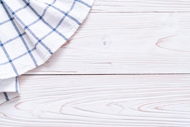 Torchon de cuisine (serviette) sur fond de bois