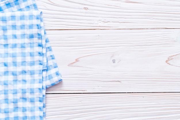 Torchon de cuisine (serviette de table) sur fond de bois
