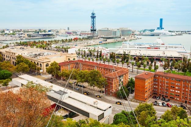 Torre jaume i est une tour en treillis d'acier à barcelone, en catalogne, en espagne