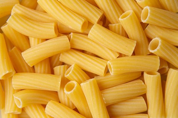 Tortiglioni pâtes italiennes vue très proche, arrière-plan