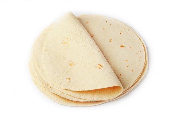 Tortilla. la tortilla de maïs ou simplement la tortilla est un type de pain fin sans levain fabriqué à partir de hominy.