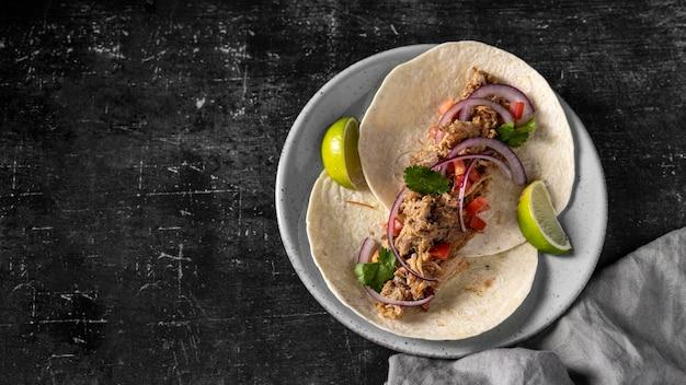 Tortilla vue de dessus avec viande et légumes