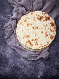 Tortillas de maïs mexicaines. mise au point sélective