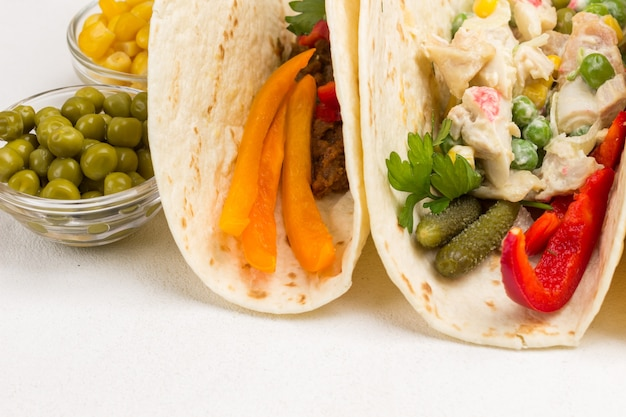 Tortillas végétaliennes avec salade végétarienne