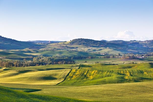 Toscane extérieure val d orcia collines jaunes et vertes