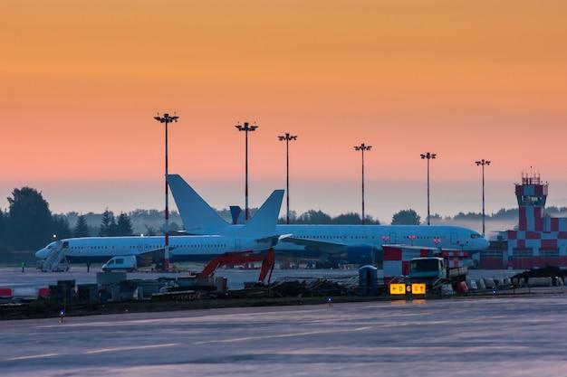 Tôt le matin à l'aéroport