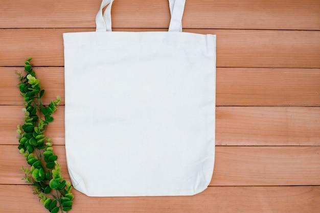 Tote Bag Toile Tissu Tissu Shopping Sac Maquette Vierge Sur Bois Backgroung. Photo Premium