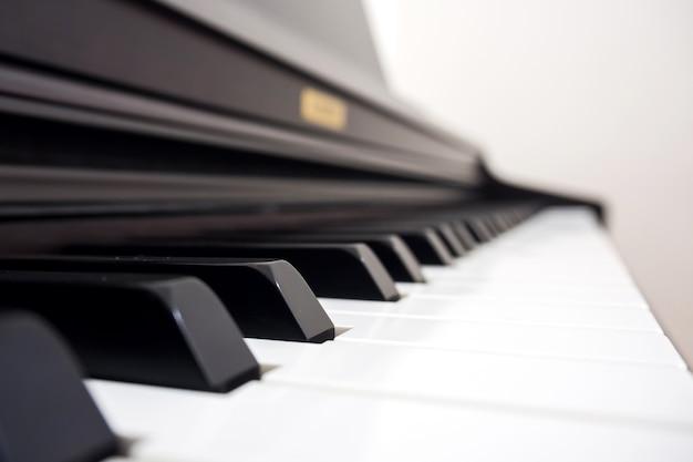 Touche de piano closeup.