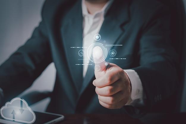 Toucher la main à l'intelligence artificielle virtuelle avec la transformation de la technologie cloud et l'internet des objets, concept de réseau de stockage internet de la technologie de l'informatique en nuage.