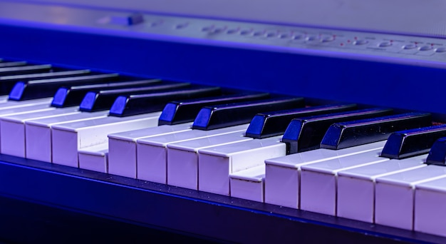 Touches musicales en lumière bleue