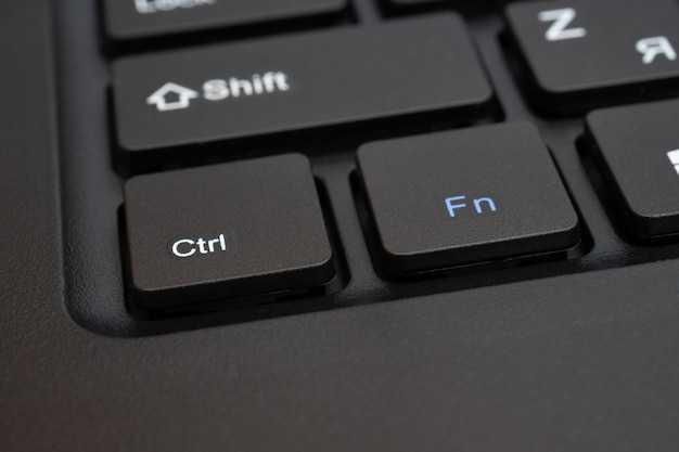 Touches noires d'un clavier d'ordinateur.
