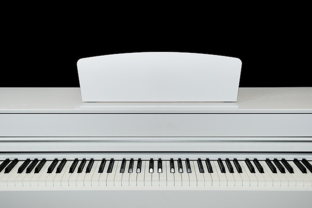 Touches de piano électrique blanc numérique se bouchent.