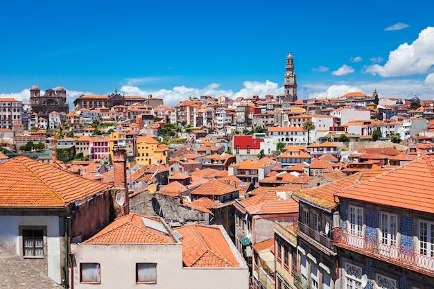 Tour des clerigos (torre dos clerigos), porto, portugal