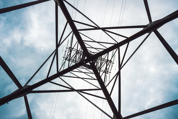 Tour de distribution d'électricité
