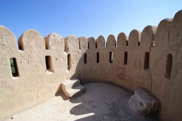 Tour de guet de la mosquée al bidya, fujairah. émirats arabes unis.