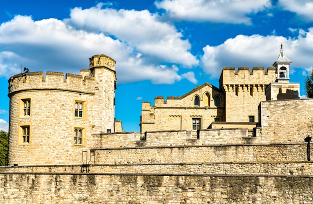 La tour de londres patrimoine mondial de l'unesco en angleterre