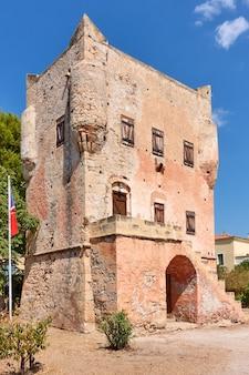 La tour de markellos (vers 1802) dans la ville d'égine, île d'égine, grèce. point de repère local