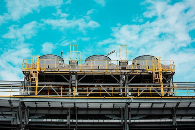Tour de refroidissement et industrie du traitement des eaux usées